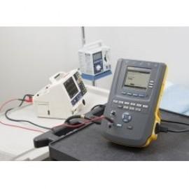 Tester de electrosecuritate Fluke ESA 615